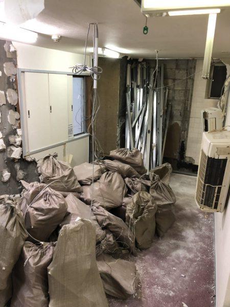 新宿区歌舞伎町の解体工事を行いました。