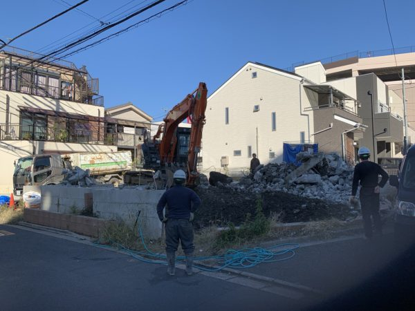足立区神明 基礎解体工事を行いました。