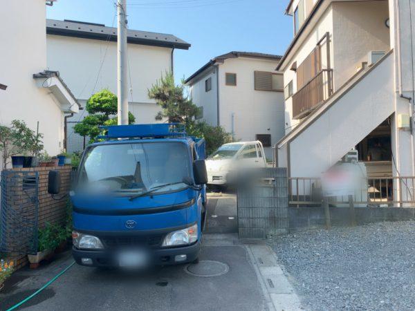 川口市戸塚東 残置物と植栽撤去工事を行いました。