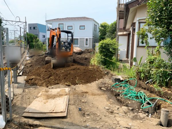 福生市熊川 地中埋設物撤去工事を行いました。