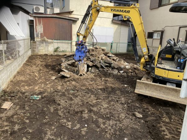 新座市池田 地中埋設物撤去を行いました。
